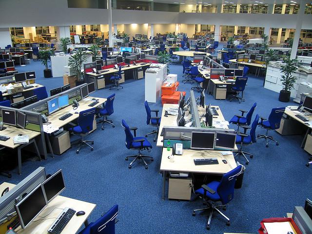 Les salles de rédaction se vident petit à petit - (CC) David Sim