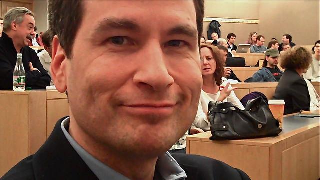 David Pogue, le plus connu du grand public américain parmi les cinq partants - (CC) Steve Garfield