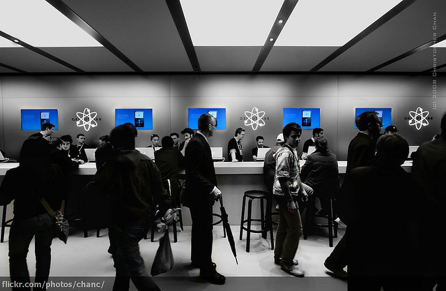 Apple Store - (CC) Christopher Chan