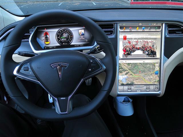 Le tableau de bord du Model S de Tesla Motors - (CC) Steve Jurvetson