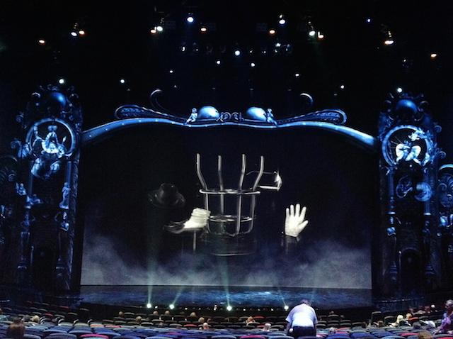 Aujourd'hui, Michael Jackson ne se produit plus sur scène que sous forme d'hologramme, comme ici dans le spectacle que le Cirque du Soleil lui consacre à Las Vegas - (CC) Christophe Lachnitt