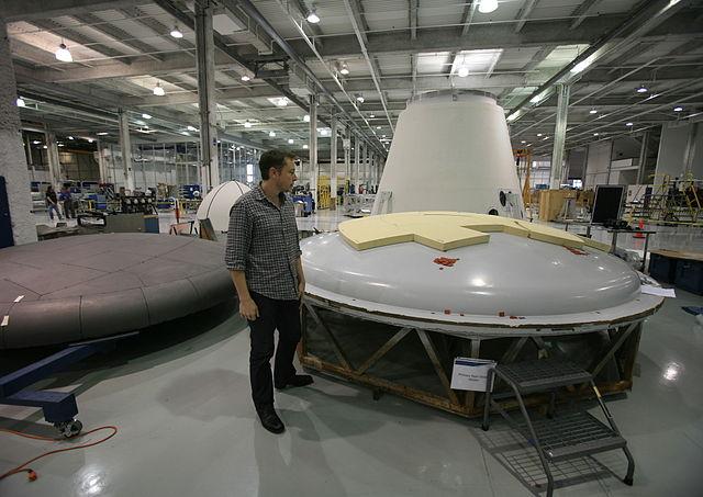 Elon Musk dans l'usine de SpaceX - (CC) Steve Jurvetson