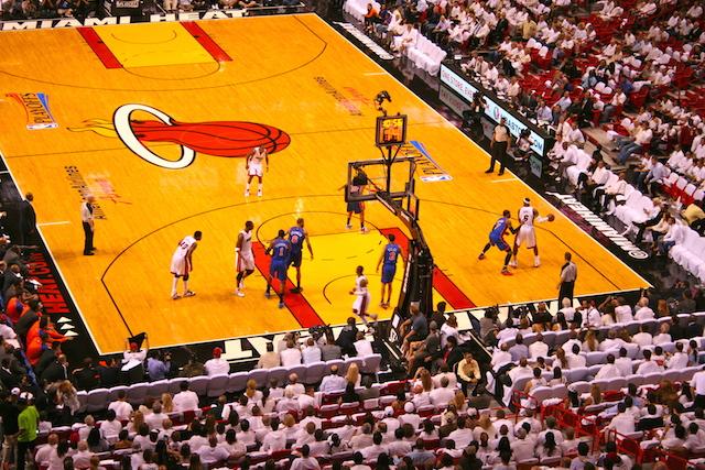LeBron James et les Heat en action dans leur salle de Miami - (CC) Christophe Lachnitt