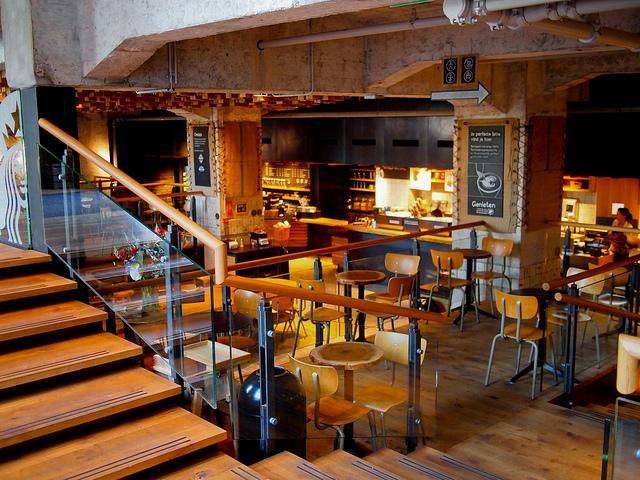 L'un des bars à café Starbucks d'Amsterdam - (CC) adamjackson1984