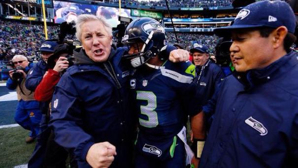 Le coach (Pete Carroll) et le quarterback (Russell Wilson) des Seattle Seahawks célèbrent leur victoire - (CC) remolacha.net