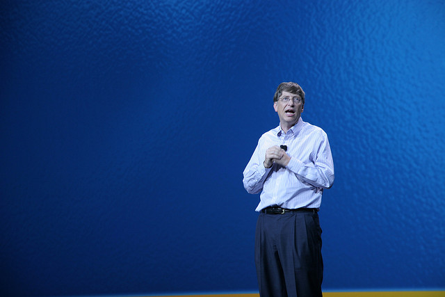 Bill Gates keynoting at CES 2006 - (CC) Herkko Hietanen