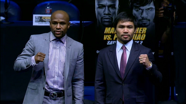 Floyd Mayweather (à gauche) et Manny Pacquiao (à droite) - (CC) Prize Fights.com