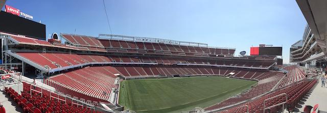 Le Levi's Stadium de l'équipe de football américain des 49ers de San Francisco, à Santa Clara, probablement le stade le plus moderne au monde depuis son ouverture en juillet 2014 - (CC) Christophe Lachnitt