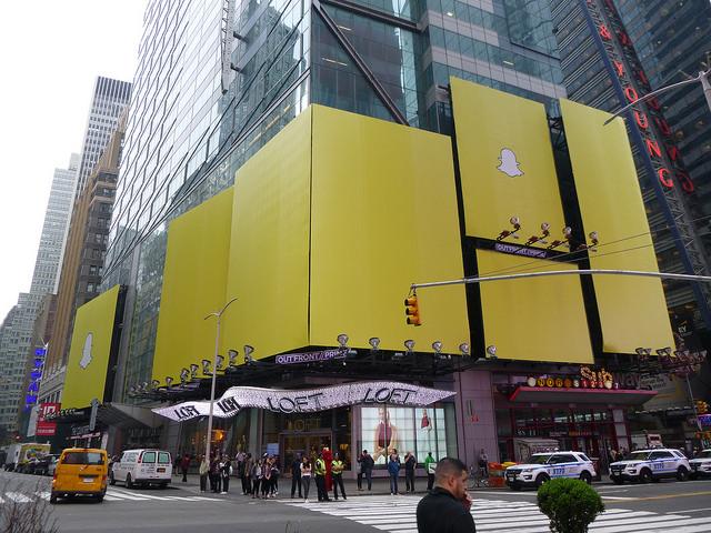 Snapchat s'exposait récemment à Times Square (New York) - (CC) Brother Ralphie