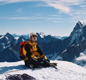 Christophe Lachnitt au sommet du Triangle du Tacul dans le massif du Mont-Blanc