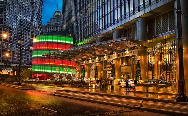 L'entrée de la tour et l'hôtel Trump à Chicago - (CC) Robert Martinez