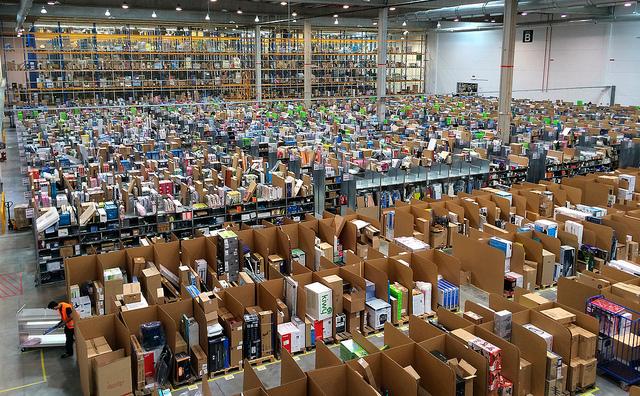 Un centre logistique d'Amazon - (CC) Álvaro Ibáñez
