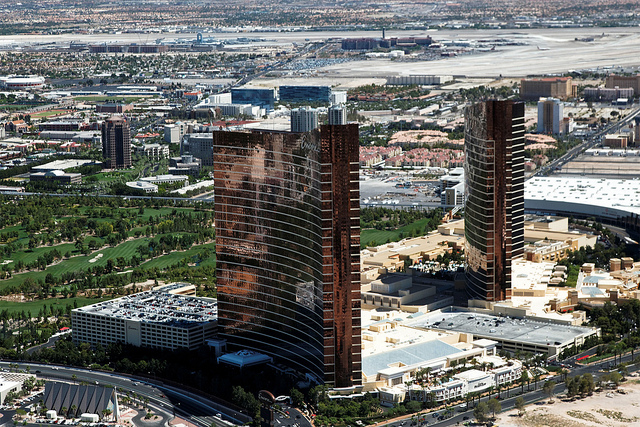 The Wynn and Encore resorts - and their private golf course - in Las Vegas - (CC) s.yume